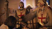 Das geheime Aufnahmeritual: Beim Eintritt in den Templerorden verzichten die Ritter auf eigenen Besitz. Bild: ZDF Fotograf: Michael Gahut