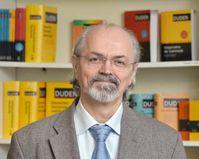 """Dr. Werner Scholze-Stubenrecht, Leiter der Dudenredaktion im Dudenverlag. Bild: """"obs/Duden"""""""
