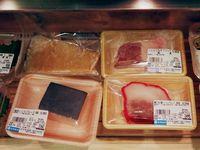 Verschiedene Sorten Walfleisch im Takashimaya-Warenhaus in Osaka.