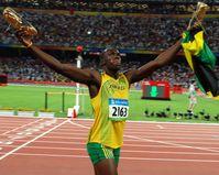 Usain Bolt feiert seinen Olympiasieg im 100-Meter-Lauf (2008)