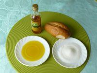 Lausitzer Spezialität: Brötchen in Leinöl und Zucker tunken (Symbolbild)