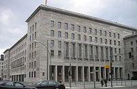 Sitz des Bundesministeriums der Finanzen, Berlin. Bild: Peter Kuley / de.wikipedia.org