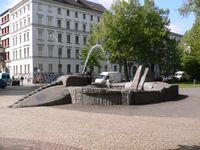 Berliner Oranienplatz: Der Drachenbrunnen an der nördlichen Seite des Platzes