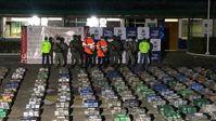 Kolumbianische Sicherheitskräfte zeigen das von ihnen beschlagnahmte Kokain. Bild: Twitter / @ArmadaColombia / RT / Eigenes Werk