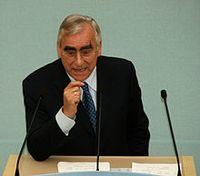 Theodor Waigel bei einer Rede im Bayerischen Landtag (2009) Bild: Alexander Hauk / www.bayernnachrichten.de / de.wikipedia.org