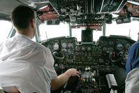 Cockpit einer Antonow An-24 während des Fluges
