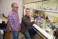 Forscher O'Neil & Reddy. Bild: Kleindinst/Woods Hole Oceanographic Institution