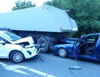 Insgesamt sieben Fahrzeuge waren bei dem Auffahrunfall beteiligt. Bild: Polizei Minden-Lübbecke