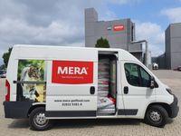 Mit einem Sprinter voller Hunde- und Katzennahrung machten sich die MERA Mitarbeiter am Wochenende auf den Weg an die Ahr