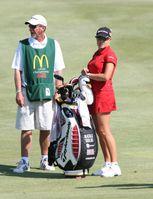 Spielerin mit ihrem Caddie (LPGA Championship 2008)