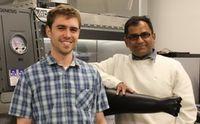 Batterieforscher Paul Gilmor (links) und Vishnu-Baba Sundaresan.