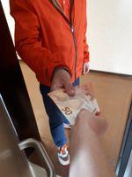 Symbolbild Geldübergabe bei Haustürgeschäft Bild: Polizei