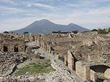 Der heute immer noch aktive Vulkan Vesuv thront über den Ruinen von Pompeji, das er im Jahr 79 n. Ch Quelle: Fraunhofer IBP (idw)