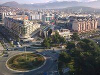 Blick auf Podgorica mit der Millennium-Brücke im Hintergrund