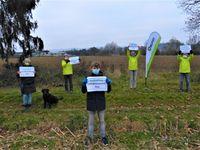 Mit der Fotoaktion zum Weltbodentag protestieren das Aktionsbündnis Grünzug und der BUND Salem gegen die Planung des Regionalplans, nach dem in Salem 27,4 ha des geschützten Grünzugs zum Schwerpunktgebiet für Industrie und Gewerbe umgewandelt werden soll.