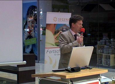 Peter Herzogenrath von der Firma Herzogenrath Solar GmbH erzählte über Neuerungen in der Solartechnik.Bild: ExtremNews / Kai Oestreich
