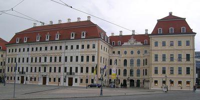 Hauptfront des Taschenbergpalais, in dem das diesjährige Bilderberg Treffen stattfindet.