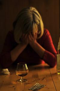 Frau mit Selbstmordgedanken / Suicid / Selbsttötung (Symbolbild)