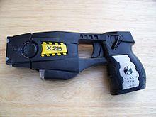 Elektroschockpistole der Firma Taser International, Modell X26 in der Polizeiausführung. Bild: Junglecat / de.wikipedia.org