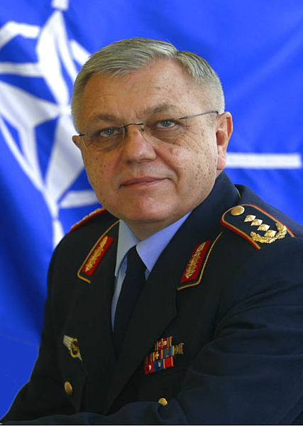 Harald Kujat Bild: By NATO - CC BY-SA 4.0, via Wikimedia Commons