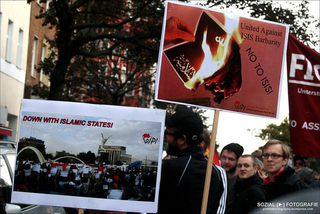 Protest gegen IS Terror Bild:   Sozialfotografie [►] StR, on Flickr CC BY-SA 2.0
