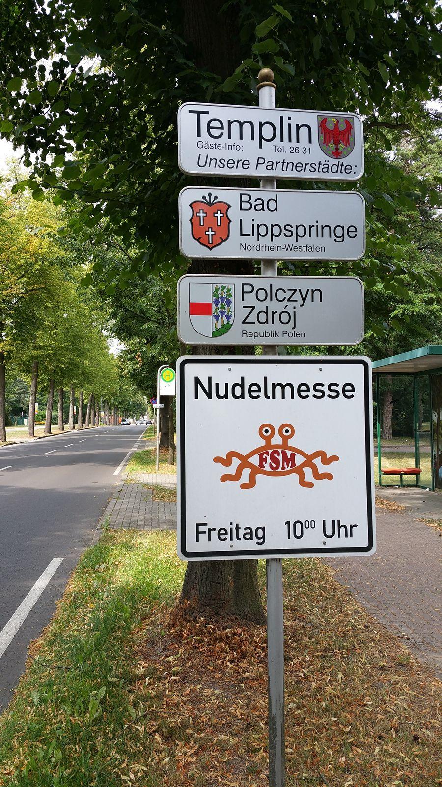Hinweisschild auf Templiner Nudelmesse (Symbolbild)