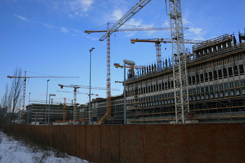 Baustelle des neuen BND-Gebäudes. Bild: Tischbeinahe / de.wikipedia.org