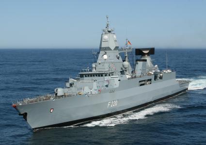 Luftbild der Fregatte HESSEN in Fahrt vor der südafrikanischen Küste während der Übung GOOD HOPE III.