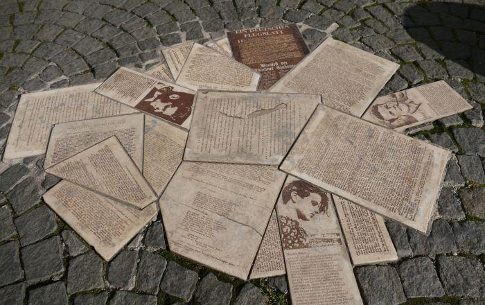 Mahnmal der Geschwister Scholl und für die Weiße Rose, vor der Ludwig-Maximilians-Universität.