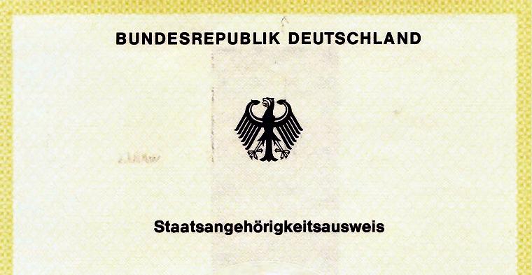 """Der offizielle Staatsangehörigkeitsausweis der Bundesrepublik Deutschland, auch """"Gelber Schein"""" genannt. Alleine wer solch ein offizielles Dokument will, wird heute als """"Reichsbürger"""" von Medien und Politik beschimpft."""