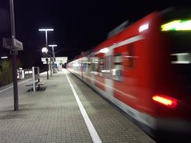 Bahnhöfe in Deutschland sind, nicht nur in der Nacht, kaum mit Bahnpersonal versehen (Symbolbild)