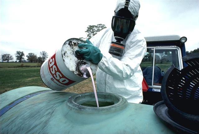 Verwendung von persönlicher Schutzausrüstung im Umgang mit Pestiziden