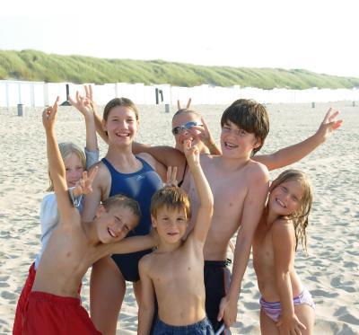 Sommerferien, Kinder, Strand, Baden, Sommer (Symbolbild)
