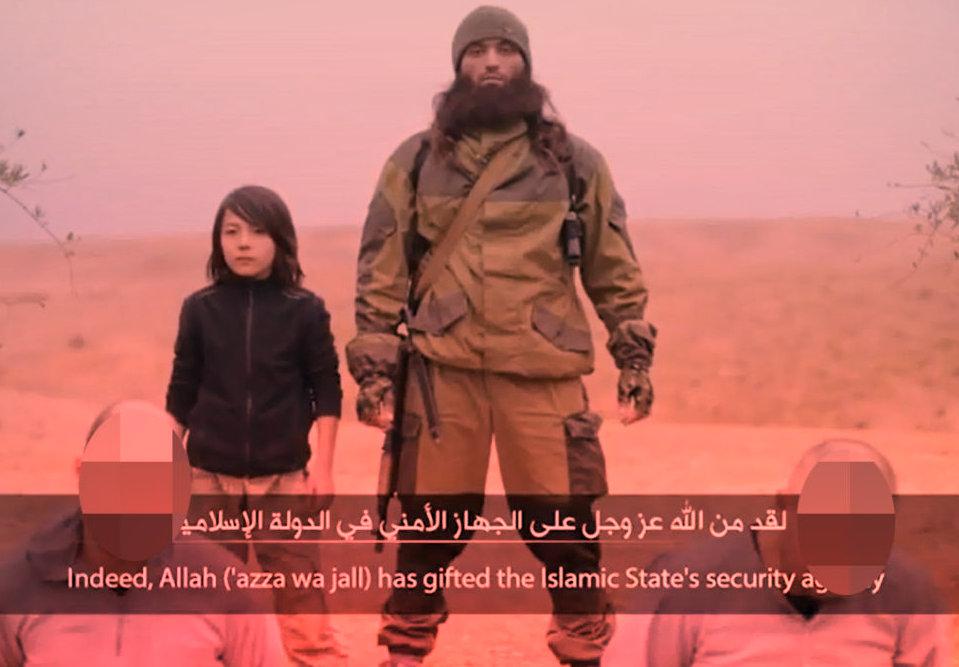Mutmaßlicher IS-Terrorist bei einer Ermordung von Gefangenen (Symbolbild)