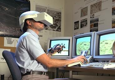 Heute technisch mögliches Cyberspace-Erlebnis, hier mit einer VR-Ausrüstung der NASA