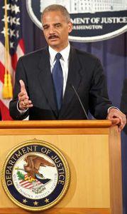 """Eric Holder: """"25 Mio. Autos mit illegalen Apsprachen"""". Bild: justice.gov"""