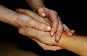 Hände: Stress verringert Mitgefühl erheblich. Bild: pixelio.de, A. E. Arnold