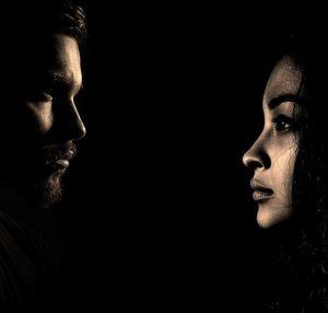 Paar: Frauen können Untreue besser verbergen.