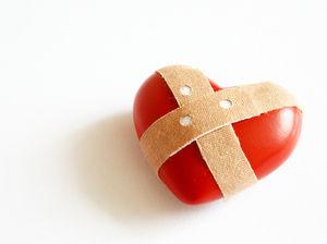 Herz: Häufiges Posten über Beziehung wirkt negativ . Bild: pixelio.de, S. Hainz