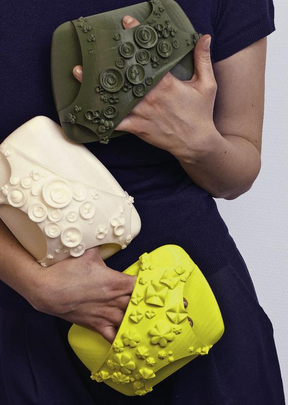 Generativ gefertigte Handtaschen in verschieden durchgefärbtem ABS. Quelle: (Quelle Fraunhofer IPA) (idw)