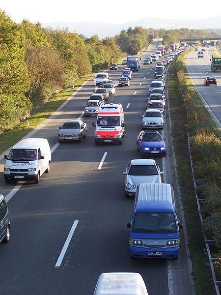 Rettungsgasse  Bild: LosHawlos / wikipedia.org